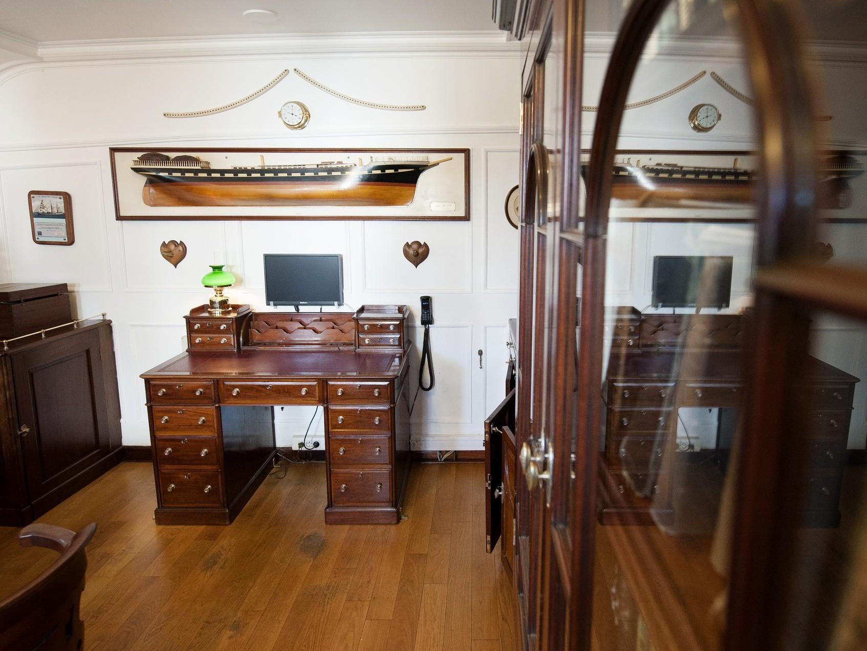 belem restauration du salon du commandant. Black Bedroom Furniture Sets. Home Design Ideas