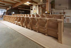 Restauration des stalles de Nevers - montage à blanc rang nord