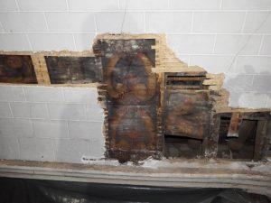 Retiers - Découverte de la voûte lambrissée sous la voûte en plâtre de la voûte du chœur - 2