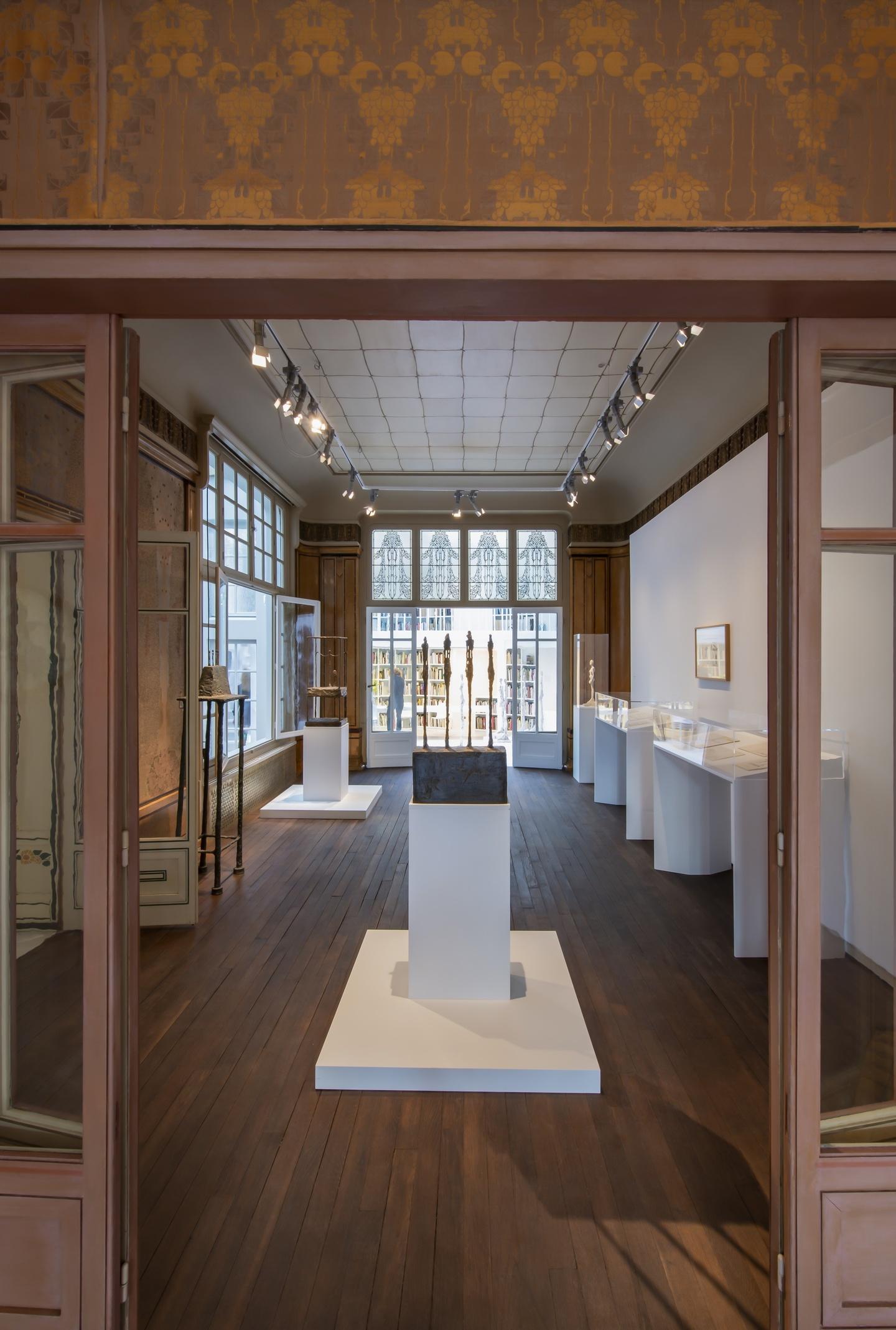 Vue de l'exposition L'Atelier d'Alberto Giacometti vu par Jean Genet, Institut Giacometti, 2018 ©Succession Giacometti (Fondation Giacometti, Paris et ADAGP, Paris)