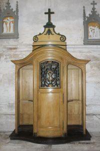 St Satur restauration du confessionnal XVIIIe de l'église Saint-Pierre 2018