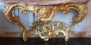 Maison de Louis XIV restauration d'une console en bois sculpté - état final